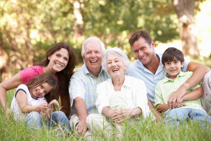 Familiengruppe im Park